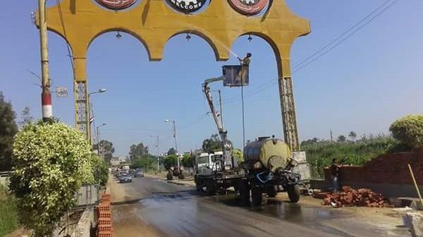 مواطن: مجلس مدينة منية النصر جمّلها عندما «علم بمرور محلب» (صور)