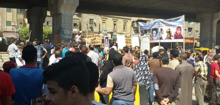 بالصور.. مواطنون يتظاهرون بالزقازيق للمطالبة بالقبض على قتلة طفلين 📷
