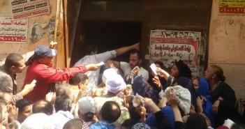 زحام على مكاتب التموين لصرف المقررات وتسلم البطاقات في القاهرة
