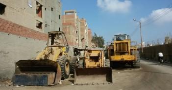 ورشة بلدوزرات بحي غرب المنصورة تعرقل حركة المواطنين والسيارات