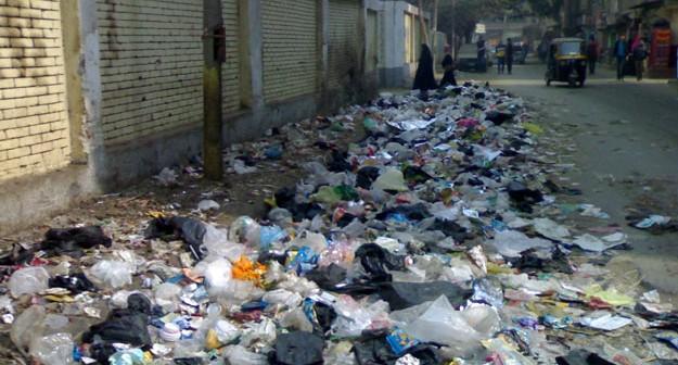 تراكم القمامة في شبرا الخيمة.. أزمة مستمرة
