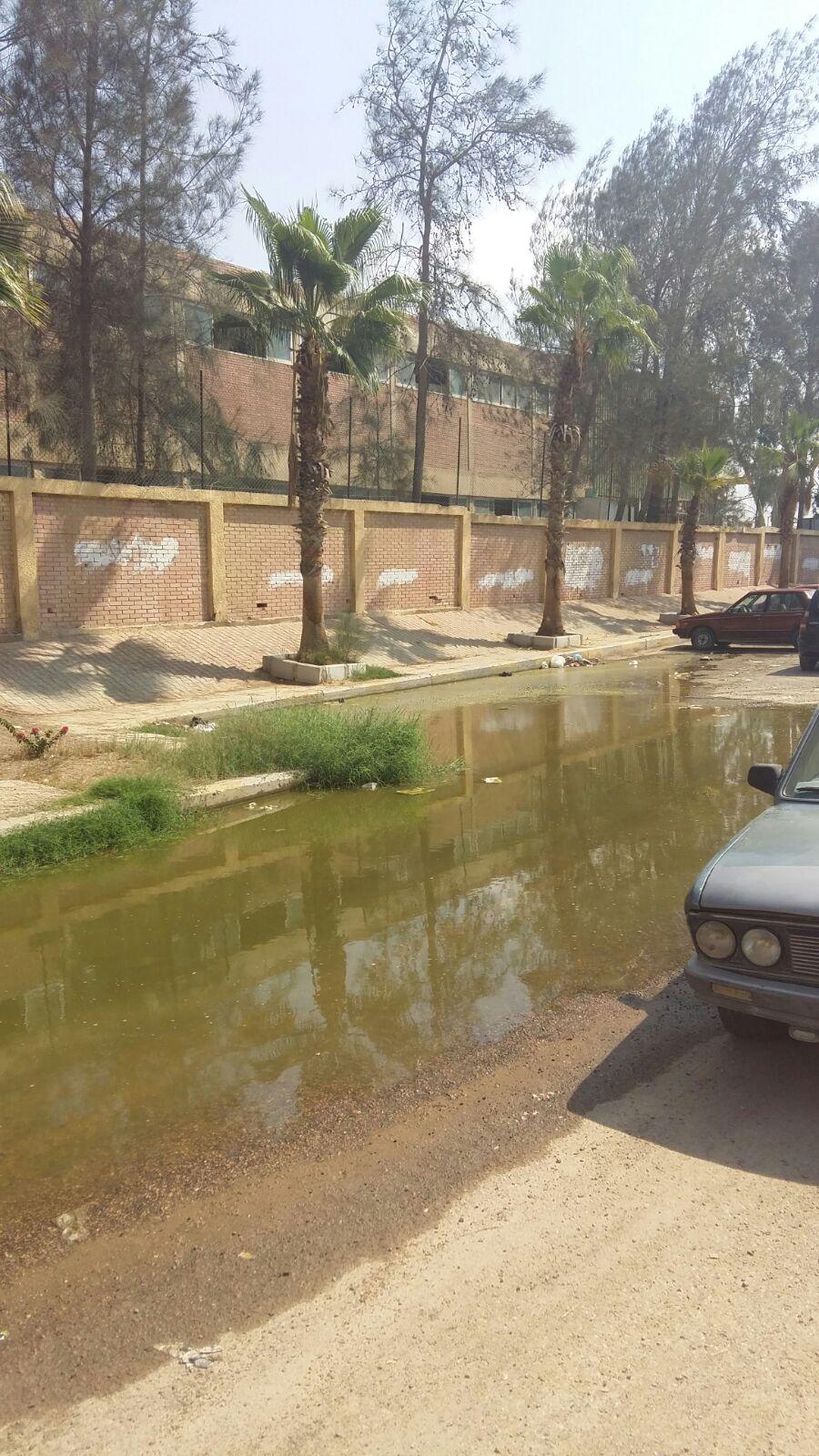 مياه الصرف تحاصر جهاز مدينة السادات