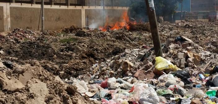 بالصور.. تراكم القمامة والمخلفات بطريق مشتول القاضي بالزقازيق 📷