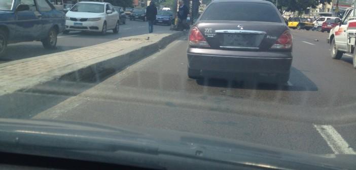صور.. سيارة تتحرك بشوارع الإسكندرية دون لوحات معدنية.. ومواطنة: «سلامات يا مرور»