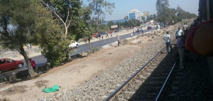 🔴 بالصور.. نزول ركاب القطارات لتوقفها بسبب انفجار «الأمن الوطني» بشبرا.. وعودة الحركة منذ قليل
