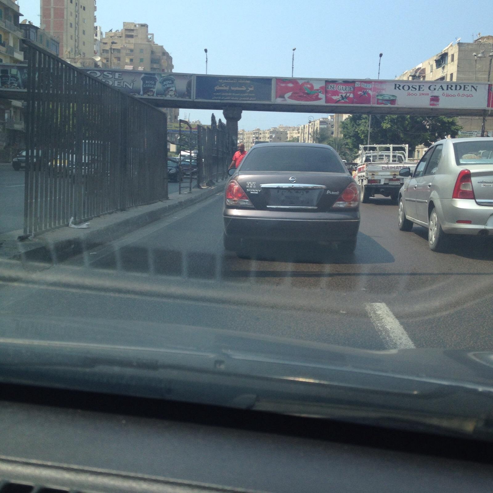 سيارة دون لوحات معدنية.. ومواطنة: «مانشتكيش بقى من العربيات المفخخة»