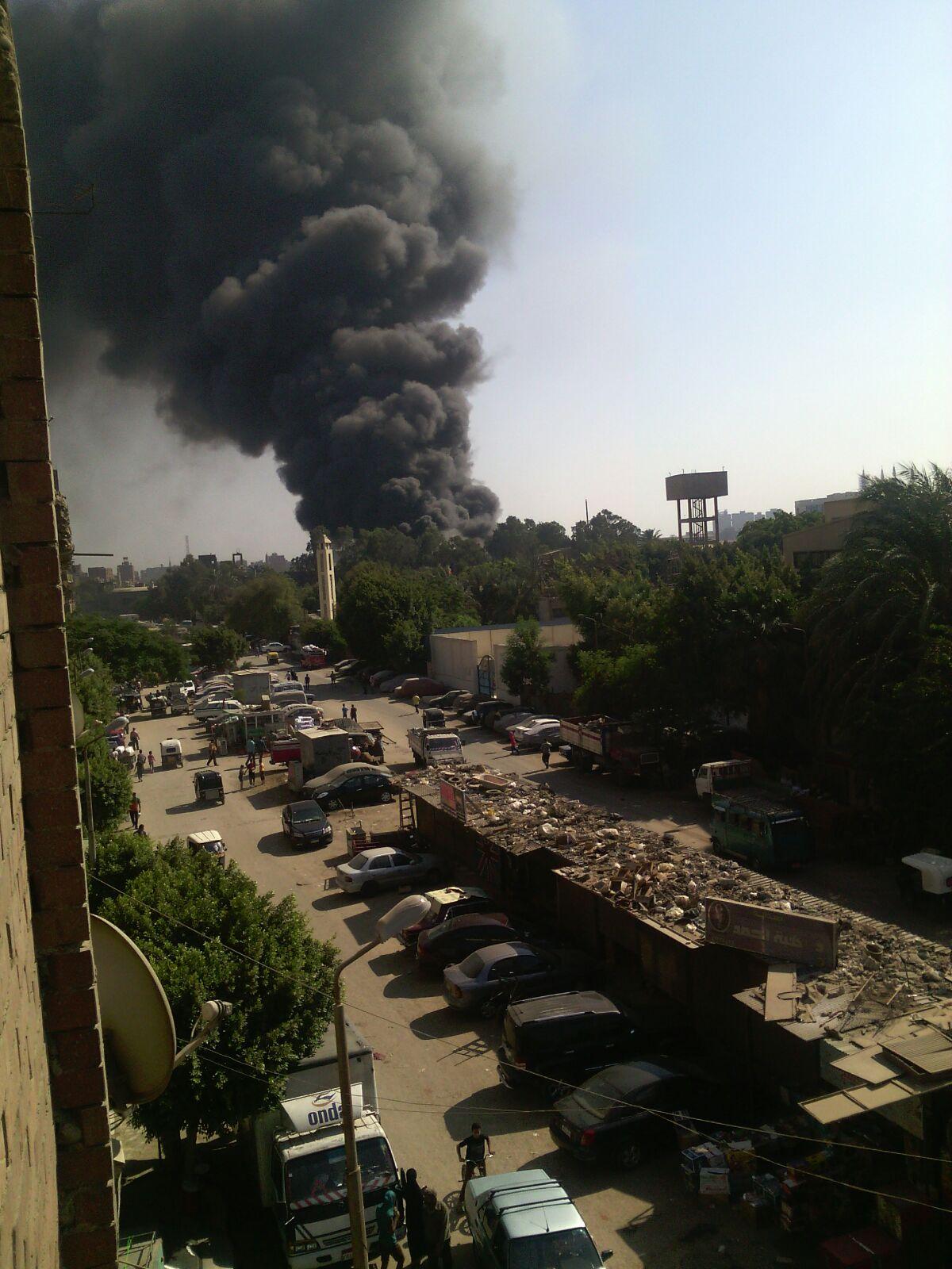 عاجل: اندلاع حريق هائل في شركة للبلاستيك بشبرا الخيمة