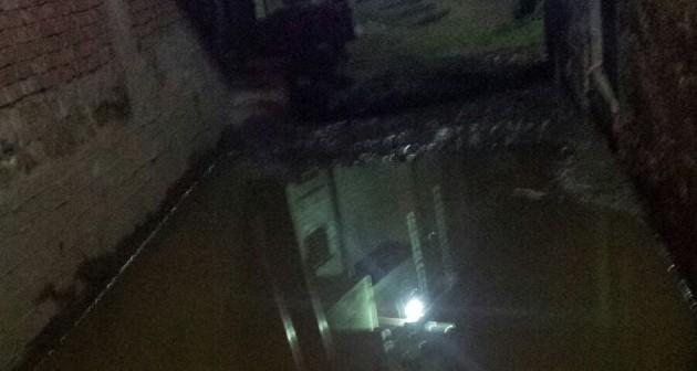 بالفيديو.. غرق بيوت قرية بالمنيا في المياه الجوفية