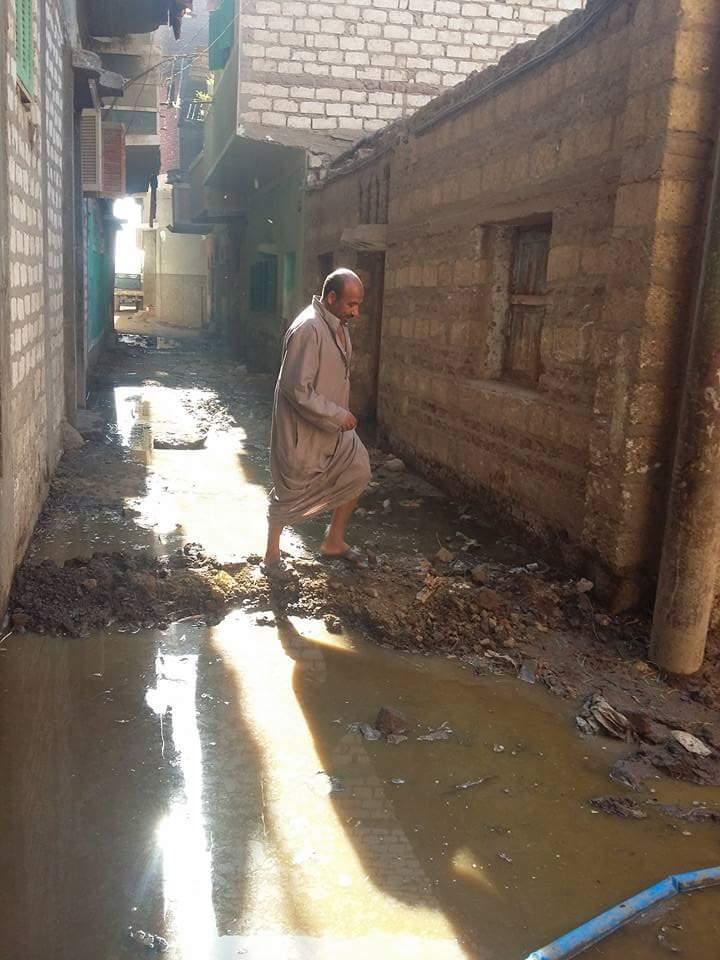 غرق بيوت «نزلة أسمنت» بالمنيا في مياه الصرف الصحي