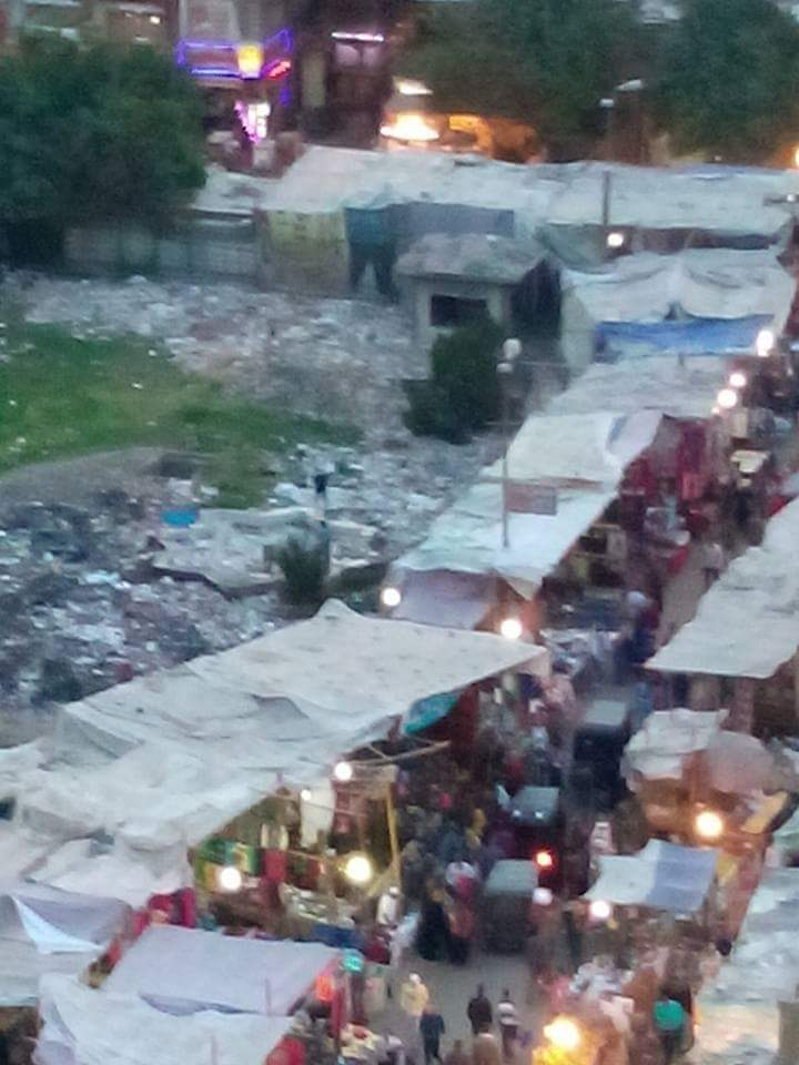 فوضى انتشار الباعة بمحيط مترو حلوان
