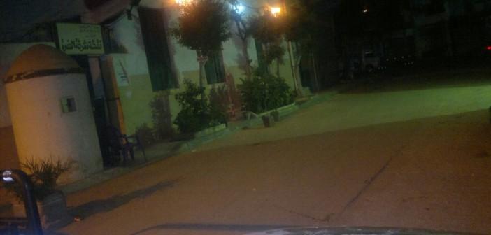 بالصور.. قطة ودرع وكرسي يحرسون نقطة شرطة الحضرة بالإسكندرية 📷