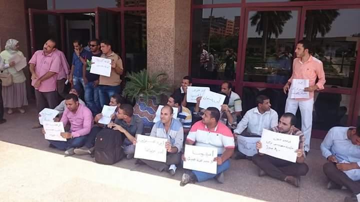 صور.. وقفة احتجاجية لمهندسي الري أمام الوزارة للمطالبة بالكادر