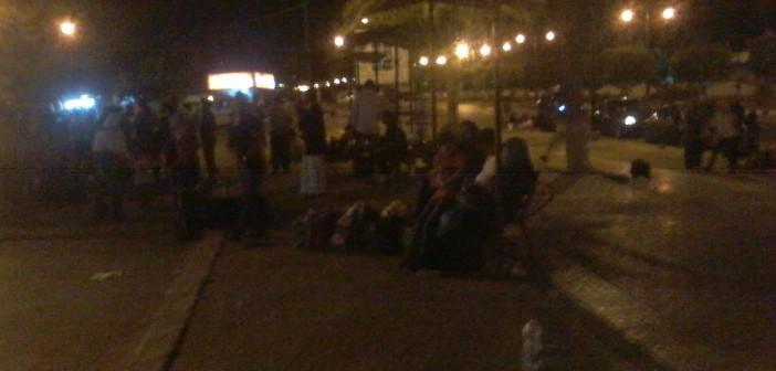بالصور.. تكدس الركاب بموقف مرسى مطروح ـ القاهرة لاختفاء «السرفيس» 📷