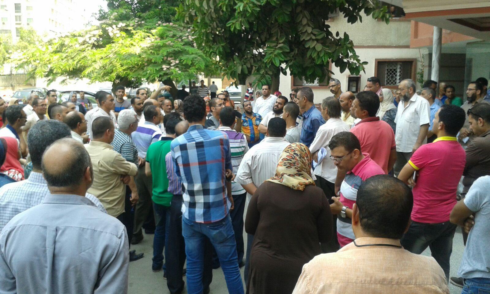 تظاهر العاملين بـ«التنظيم والإدارة» ضد إشراف وزير التخطيط على الجهاز