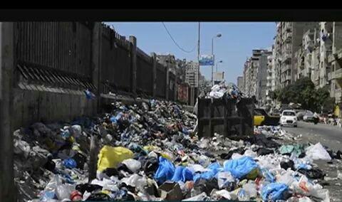تراكم القمامة شارع ملك حفني بالإسكندرية دون إزالتها