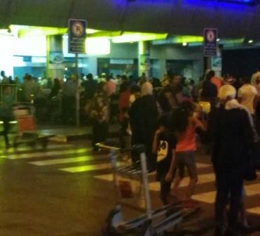 بالصور.. زحام بمطار القاهرة وسط إجراءات أمنية مشددة 📷