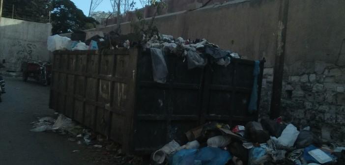 القمامة تحاصر شركة الكهرباء في باكوس بالإسكندرية