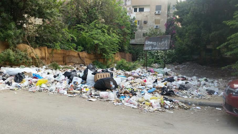 تراكم القمامة في شوارع المعادي