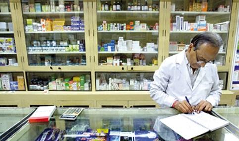 صيادلة في التأمين الصحي بالدلتا يطالبون وزير الصحة بتثبيتهم.. ورفع أجورهم «المتدنية»