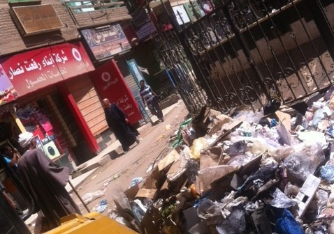 بالصور.. تعطل نافورة وزارة البيئة في جرجا.. وتحولها إلى مقلب قمامة 📷