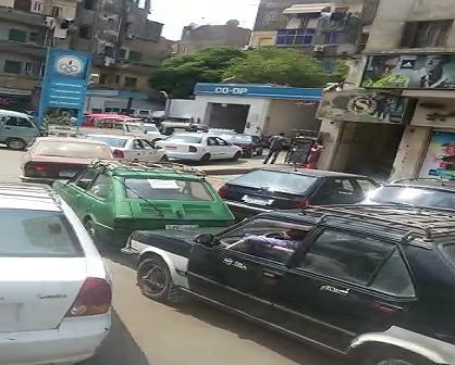 فيديو.. أزمة في البنزين وطوابير على محطة وقود في السيدة زينب ▶