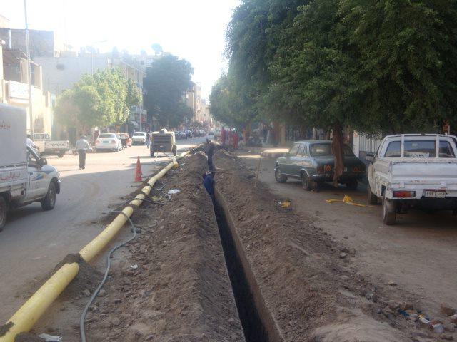 مواطن: توصيل الغاز في قنا أضرّ شبكة الطرق والمياه والصرف الصحي
