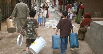 «خزنت كام قزازة».. شاركنا صورك لطريقة تعاملك مع انقطاع المياه في منطقتك