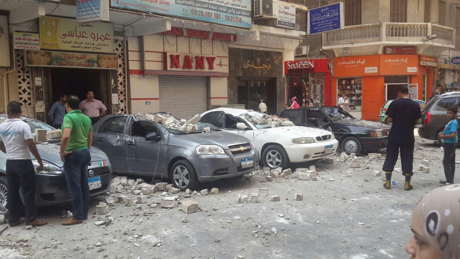 انهيار سور عمارة قرب سينما لاجتيه بالإسكندرية