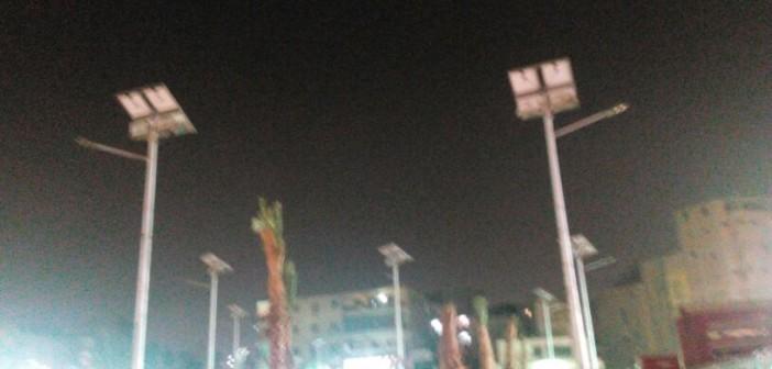 📷 أعمدة الإضاءة بالطاقة الشمسية في ميدان المطرية خارج الخدمة