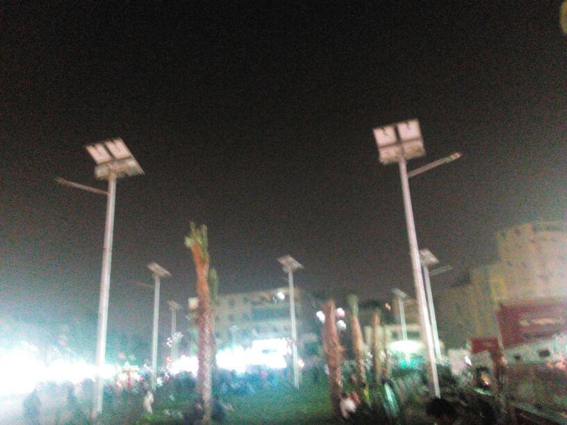 أعمدة الإضاءة بالطاقة الشمسية في ميدان المطرية خارج الخدمة