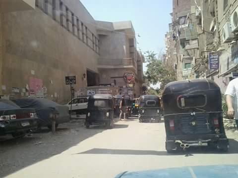 بالصور.. رغم حظر سيره.. انتشار التوك توك في شارع 9 بحدائق المعادي