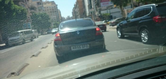 📷 سيارة دون لوحات معدنية رسمية على طريق الحرية بالإسكندرية
