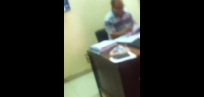 📷 مواطن: موظف يطلب رشوة 50 جنيهًا حتى أتسلم «تصريح الصحة»
