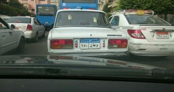 بالصورة.. «وطن 30/ 6».. لوحة معدنية مخالفة لسيارة في شارع رمسيس