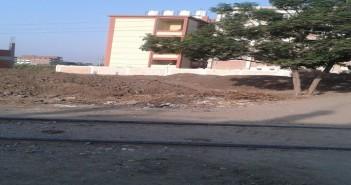 بالصور.. مدرسة بالمنوفية على بعد أمتار من السكك الحديدية.. وكارثة تهدد تلاميذها