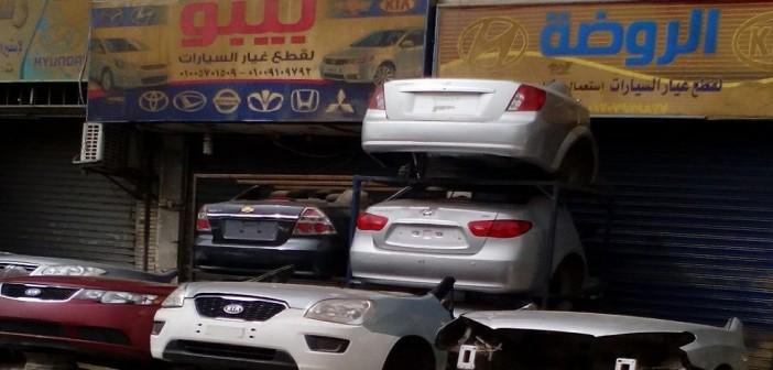 بالصور.. مواطنون يشكون تكدس أنصاف سيارات مستعملة بشوارع «الحرفيين» 📷