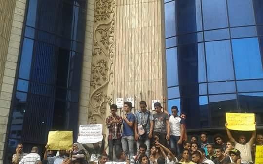 وقفة للمعلمين على سلم «الصحفيين» للمطالبة بحد أدنى 3 آلاف جنيه 📷