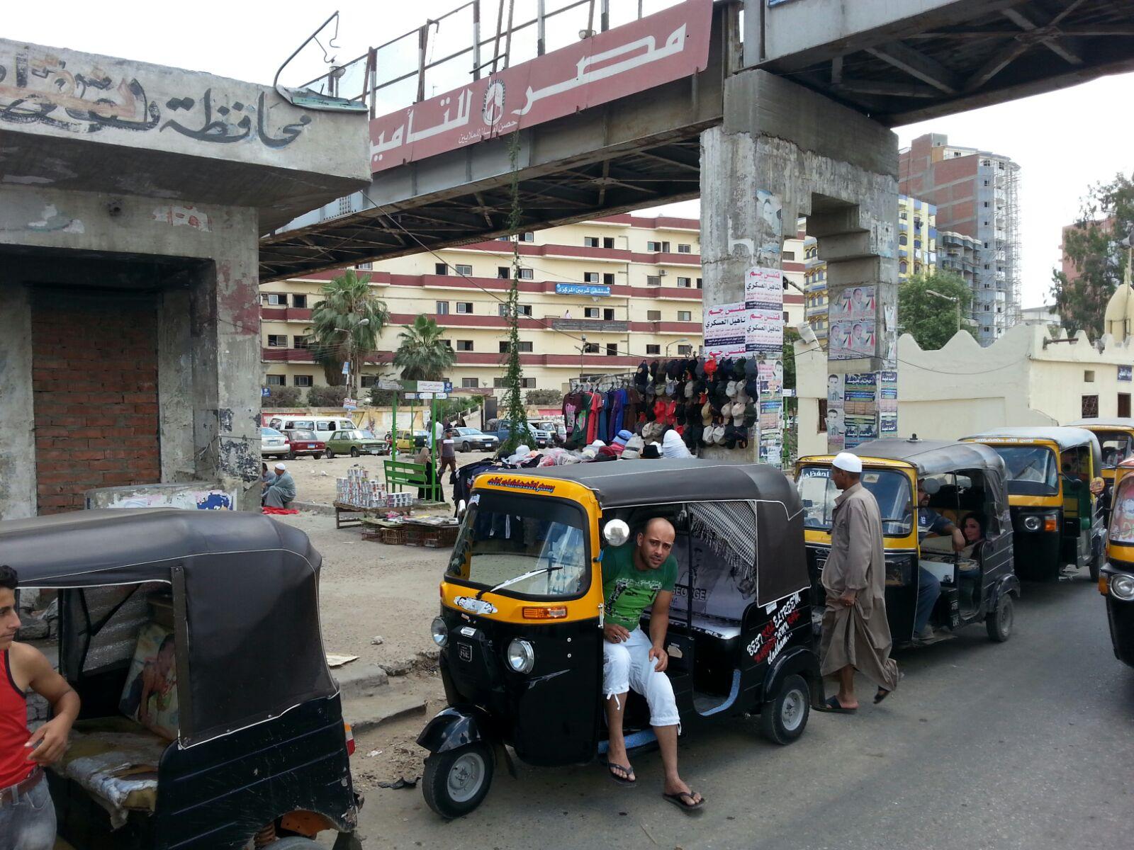 مواطنون يشكون تسبب الـ«توك توك» في أزمة مرورية في مدينة شربين بالدقهلية