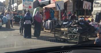 صور.. باعة جائلون يحتلون الأرصفة خلف قسم المنشية بالإسكندرية