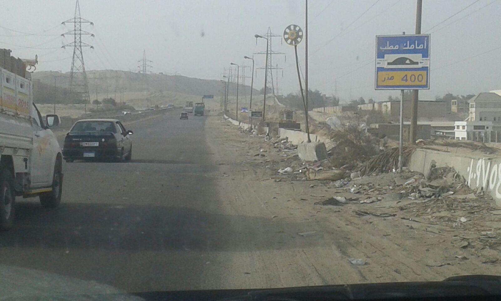 بالصور.. يحدث في مصر.. لوحات المرور: أمامك «مطب بعد 400 متر».. لكنها 10 أمتار