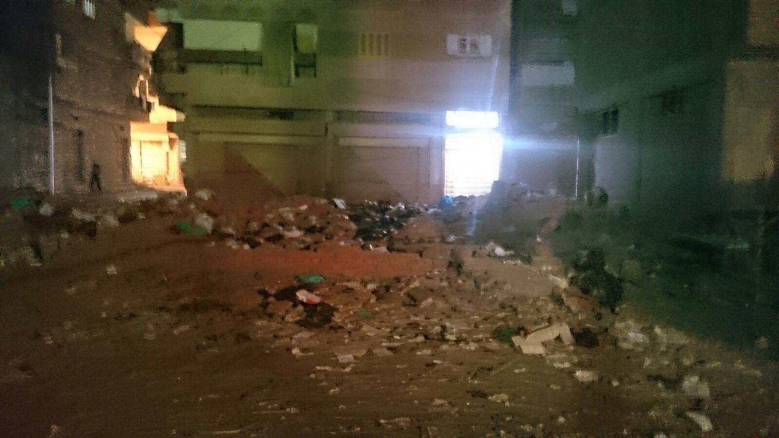 صور.. مواطنون يشكون تراكم القمامة والمخلفات خلف مديرية أمن دمياط