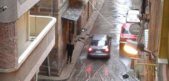 بالصور.. غرق شوارع بالإسكندرية.. ومياه الأمطار والصرف تغمر مداخل العقارات 📷