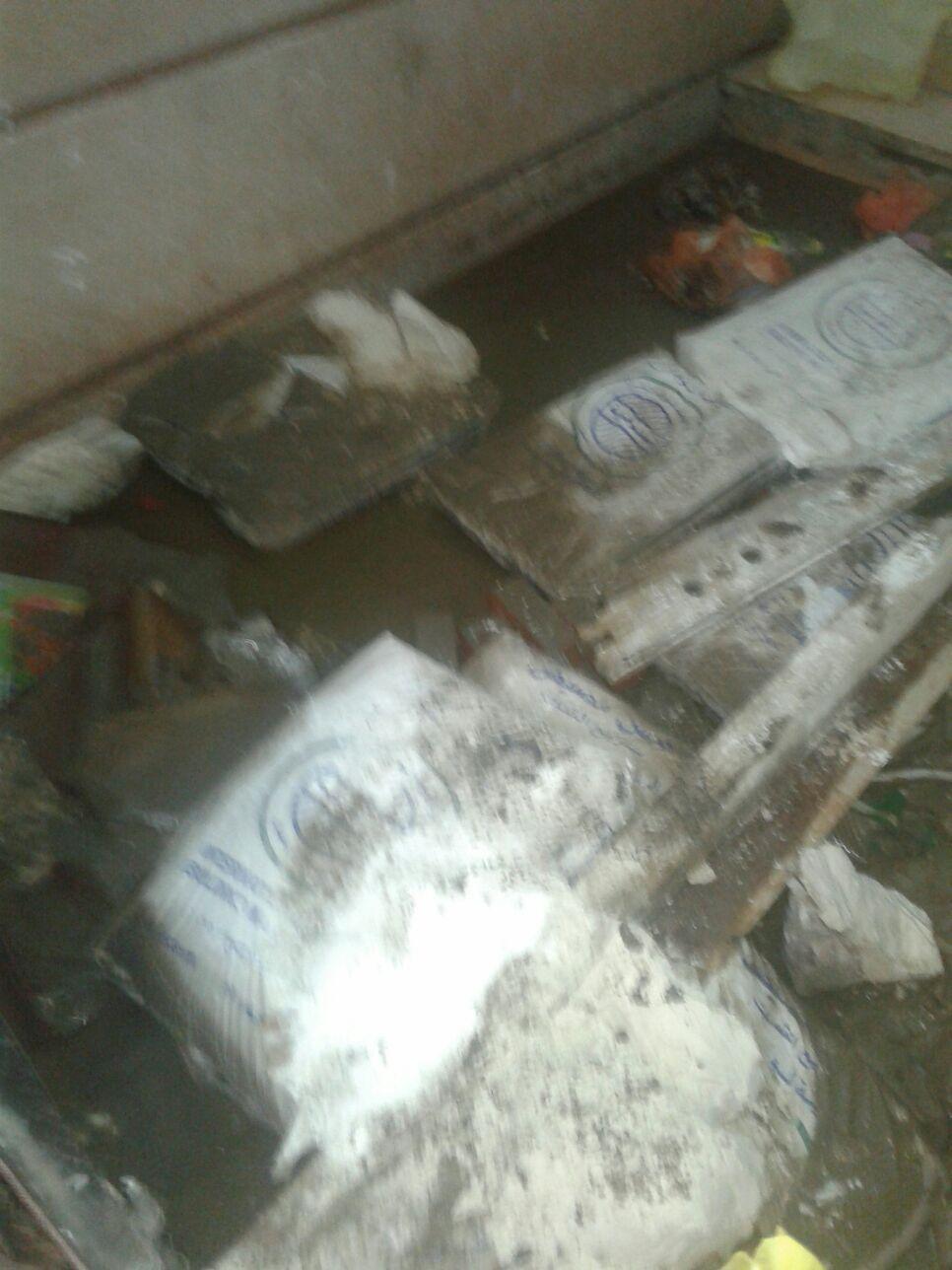 مياه الأمطار والصرف تغرق شوارع بالإسكندرية.. وتغمر مداخل البيوت