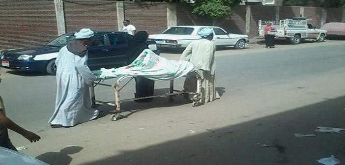 بالصور.. «تروللي بمريضة في الشارع بعد إغلاق الأمن أبواب المستشفى» 📷