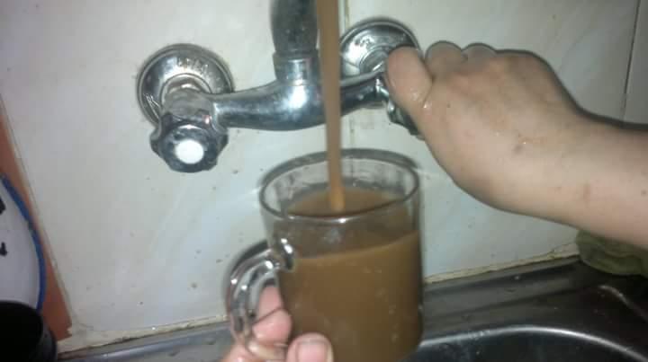 مياه الشرب في «محلة أبوعلي» بالمحلة الكبرى لحظة نزولها من الصنبور  (صور)