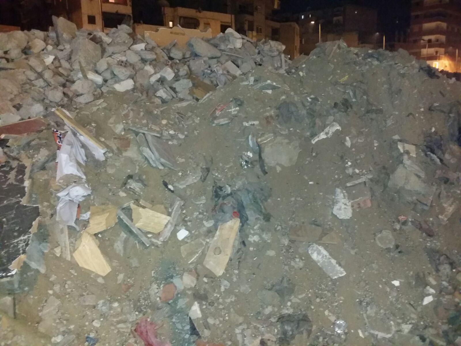 صور.. محافظة الإسكندرية هدمت البناء المخالف.. وتركت آثاره دون إزالتها