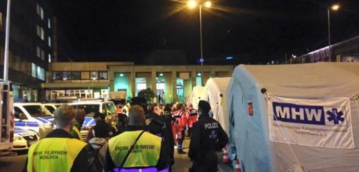 بالصور.. مصري في ألمانيا يرصد استعدادات محطة قطارات ميونيخ لاستقبال اللاجئين السوريين 📷