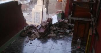 بالصور.. ذعر بسبب سقوط بلكونات عقار في روض الفرج.. وتقاعس الحي