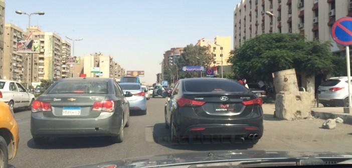 📷 سيارة مخالفة دون لوحات معدنية أمام قسم مدينة نصر