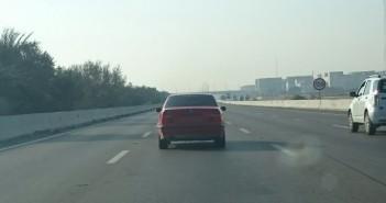 طريق القاهرة ـ الإسكندرية، الساعة 7.30 صباحا.. السيارة بدون أرقام